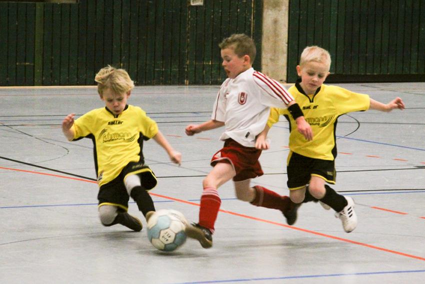 Mit viel Leidenschaft kämpften die jungen Kicker um jeden Ball