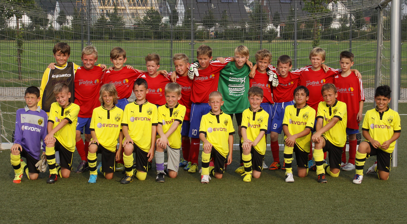 JSG und BVB Teams nach dem Spiel