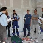 Baubesprechung im fertigen Rohbau des neuen Vereinsheimes