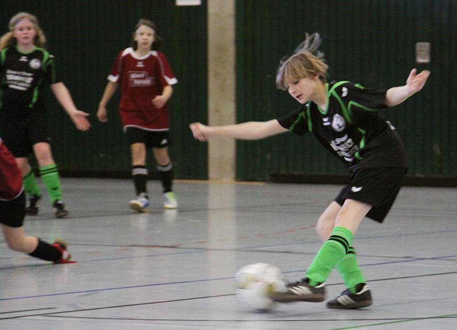 JSG-Spielerin Merle Neuwerth (U14) in Aktion. Neben ihr waren noch Michelle Groß (U14) und Sinah Knoch (U12) im Einsatz. Leonie Pothmann konnte krankheitsbedingt nicht an der Westfalenmeisterschaft teilnehmen.